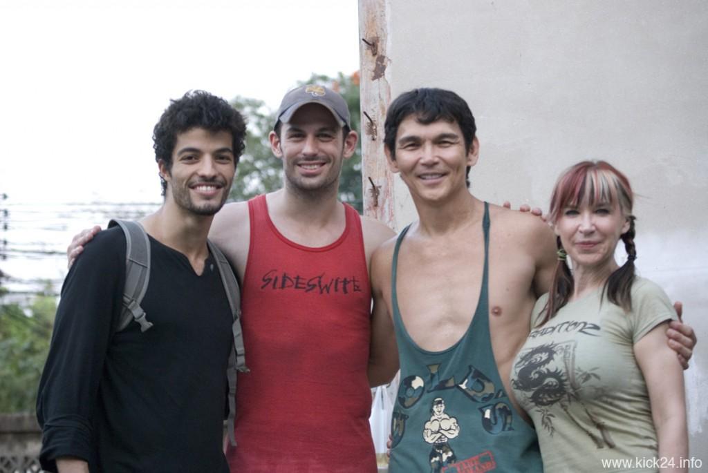 Ein harter Vorbereitungstag geht zu Ende: Jawed El Berni, Matt Mullins, Don The Dragon Wilson und Cynthia Rothrock im Februar 2012 in Bangkok